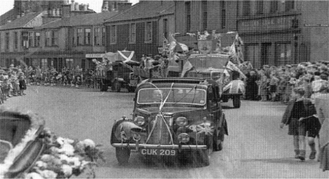 The parade for the first Segdoune Queen, 1947.
